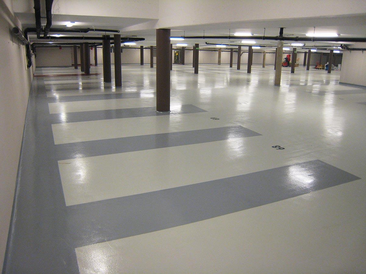 Parkeringshus med coindeck-betonggolv